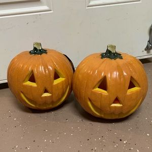 Lot 2 plastic Halloween realistic pumpkins bundle